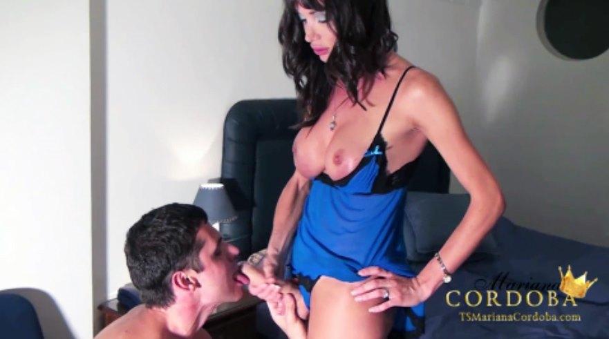 Mariana Cordoba sucking cock